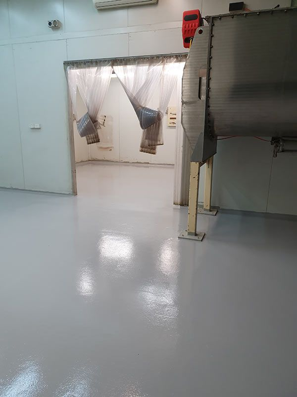 light-grey-epoxy-factory-floorA7BD5B50-D9D6-61AB-8D90-6C1D37F26239.jpg