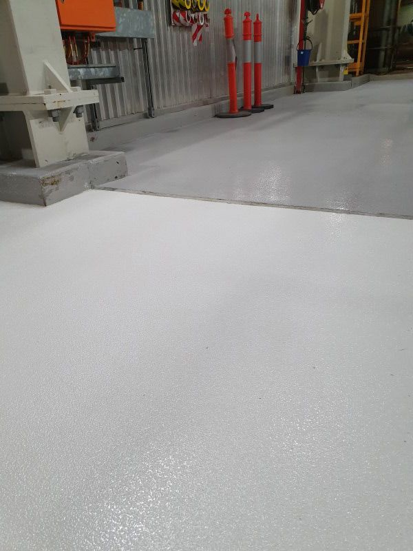white-grey-antislip2CB5A469-AA7E-53B8-28D3-562E864FD416.jpg